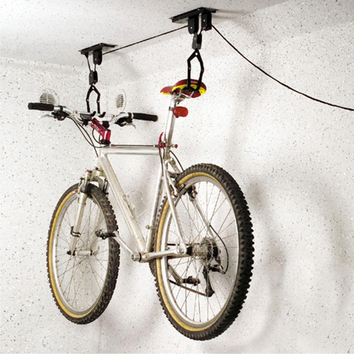 Подъемный механизм для велосипеда МастерПрофАС.050029Подъемный механизм (лифт) - идеальный способ для хранения велосипеда. Экономит пространство в помещении и защищает шины велосипеда. В Механизме используется система из верёвки и шкива, которая устанавливается на потолке. Механизм позволяет поднимать и опускать велосипед на нужную высоту. Для потолков не более 4 метров. Максимальная нагрузка 20 кг. Кроме хранения велосипедов, подходит для хранения каяков, автомобильных багажников и прочих вещей, которые периодически востребованы и требуют быстрого доступа.