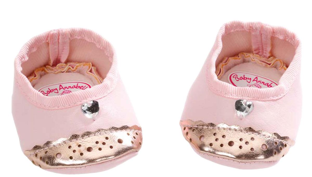 Baby Annabell Ботиночки для куклы794-579Модные ботиночки для куклы Baby Annabell! В дизайне использованы классические розовые тона в сочетании с зеркальным позолоченным материалом, благодаря которому ботиночки смотрятся невероятно модно! С такими сандаликами кукла вашей малышки будет самой нарядной! Обувь предназначена для кукол Baby Annabell высотой 46 см.