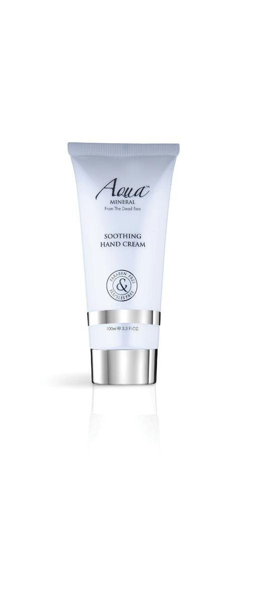 Aqua mineral Крем для рук смягчающий 100 мл2420: Этот удивительный крем для ног, обладающий успокаивающим и дезодорирующим действием, разработан специально, чтобы позаботиться о красоте ног, смягчить грубые участки кожи. Обогащен витамином Е и минералами Мертвого моря, которые увлажняют придают коже мягкость. Нежное сочетание масел ши, календулы, жожоба и экстрактов зеленого чая и алое вера смягчают, увлажняют и успокаивают кожу ног. Крем обогащен маслом какао, коэнзимом Q-10 - природным антиоксидантом, обладающими омолаживающим действием. Масло мяты нейтрализуют неприятный запах и придает свежий аромат.