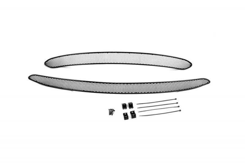Сетка на бампер внешняя Novline-Autofamily, для CHERY Tiggo 5 2015-, 2 шт01-080115-151В отличие от универсальных сеток, данный продукт разрабатывается индивидуально под каждый бампер автомобиля. Внешняя защитная сетка радиатора полностью повторяет геометрию решетки бампера и гармонично вписывается в общий стиль автомобиля. При создании продукта мы учли как потребности автомобилистов, для которых важна исключительно защитная функция, так и автолюбителей, которые ищут способы подчеркнуть или создать новый стиль своего авто. Функциональность, тюнинг, или и то, и другое? Выбор только за вами. Сетка для защиты радиатора изготовлена из антикоррозионного материала, что гарантирует отсутствие ржавчины в процессе эксплуатации. Простая установка делает этот продукт необыкновенно удобным. В отличие от универсальных сеток, для установки которых требуется снятие бампера, то есть наличие специализированных навыков и дополнительного оборудования (подъемник и так далее), для установки этого продукта понадобится 20 минут времени и отвертка.