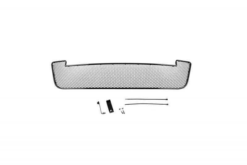 Сетка на бампер внешняя Novline-Autofamily, для NISSAN Almera 2013->01-390613-15BВ отличие от универсальных сеток, данный продукт разрабатывается индивидуально под каждый бампер автомобиля. Внешняя защитная сетка радиатора полностью повторяет геометрию решетки бампера и гармонично вписывается в общий стиль автомобиля. При создании продукта мы учли как потребности автомобилистов, для которых важна исключительно защитная функция, так и автолюбителей, которые ищут способы подчеркнуть или создать новый стиль своего авто. Функциональность, тюнинг, или и то, и другое? Выбор только за вами. Сетка для защиты радиатора изготовлена из антикоррозионного материала, что гарантирует отсутствие ржавчины в процессе эксплуатации. Простая установка делает этот продукт необыкновенно удобным. В отличие от универсальных сеток, для установки которых требуется снятие бампера, то есть наличие специализированных навыков и дополнительного оборудования (подъемник и так далее), для установки этого продукта понадобится 20 минут времени и отвертка.