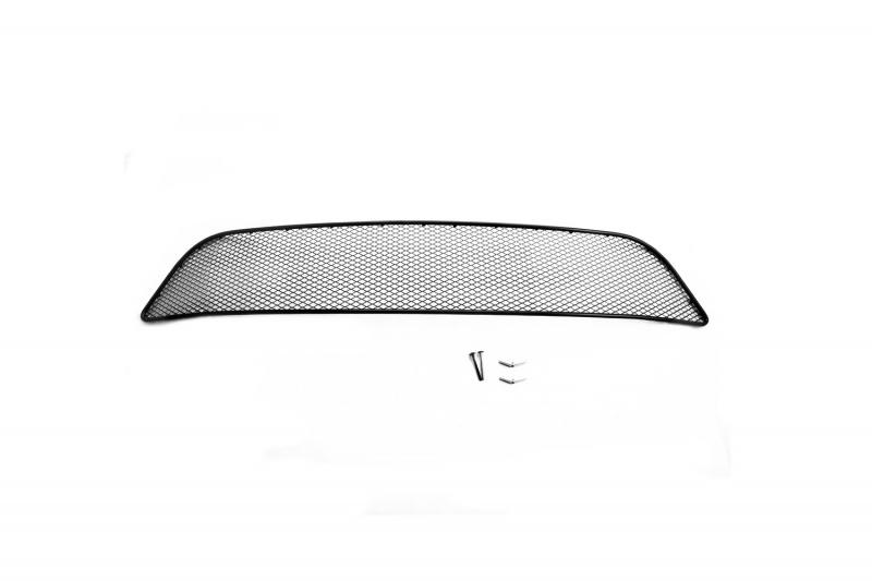 Сетка на бампер внешняя Novline-Autofamily, для RENAULT Sandero Stepway 2014->01-430814-151В отличие от универсальных сеток, данный продукт разрабатывается индивидуально под каждый бампер автомобиля. Внешняя защитная сетка радиатора полностью повторяет геометрию решетки бампера и гармонично вписывается в общий стиль автомобиля. При создании продукта мы учли как потребности автомобилистов, для которых важна исключительно защитная функция, так и автолюбителей, которые ищут способы подчеркнуть или создать новый стиль своего авто. Функциональность, тюнинг, или и то, и другое? Выбор только за вами. Сетка для защиты радиатора изготовлена из антикоррозионного материала, что гарантирует отсутствие ржавчины в процессе эксплуатации. Простая установка делает этот продукт необыкновенно удобным. В отличие от универсальных сеток, для установки которых требуется снятие бампера, то есть наличие специализированных навыков и дополнительного оборудования (подъемник и так далее), для установки этого продукта понадобится 20 минут времени и отвертка.