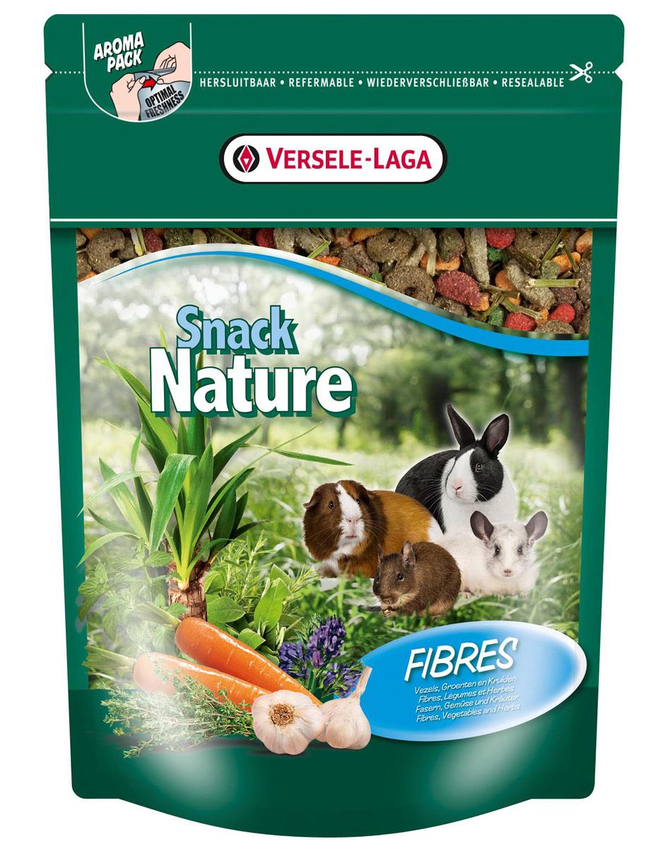 Корм дополнительный для кроликов и мелких домашних животных Versele-Laga Nature Snack Fibres, с клетчаткой, 500 г462048Versele-Laga Nature Snack Fibres - это превосходная здоровая смесь с хрустящими травяными и овощными кусочками с богатым содержанием клетчатки, которая служит прекрасным дополнением к ежедневному рациону вашего питомца, и стимулирует кондицию и жизнеспособность. Ежедневная порция составляет до 25% дневного рациона. Товар сертифицирован.