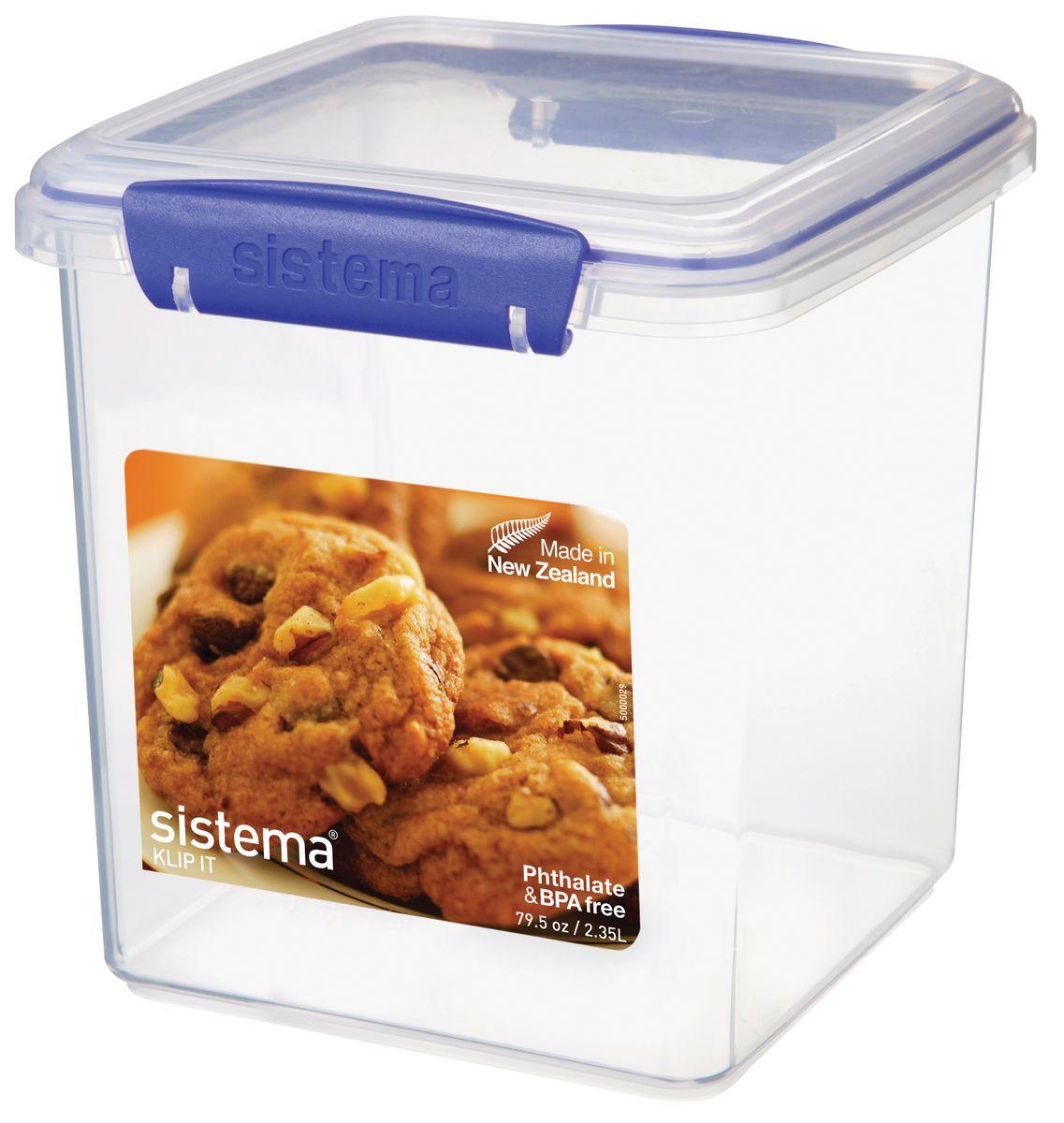 Контейнер для печенья Sistema, 2,35 л1334Контейнер Klip It предназначен для хранения печенья. Контейнеры вкладываются один в другой для экономии места при хранении. Крышка с силиконовой прокладкой герметично закрывается что помогает дольше сохранить полезные свойства продуктов. Контейнер надежно закрывается клипсами, которые при необходимости можно заменить. Можно мыть в посудомоечной машине.