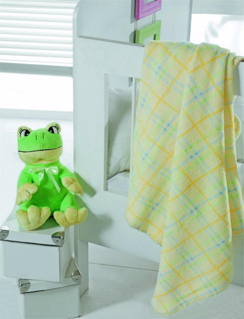 Плед Arya Frog, с игрушкой, 75 см х 75 смF0008186Плед Arya серии Детский создан из микрофибры, украшен вышивкой и аппликацией. Микрофибра - это материал высочайшего качества, изготовленный из сложных микроволокон, который по ощущениям напоминает велюр и является невероятно мягким. Ткань из микрофибры- дышащая, очень устойчива к загрязнениям и пятнам. Долго сохраняет свой высококачественный внешний вид и мягкость. Легко стирается и быстро сохнет! А дополняющая набор игрушка, станет лучшим другом малыша перед сном. Радостные аппликации и вышивка создадут уютный дизайн в детской. Компания Arya- производитель пледа, является признанным турецким лидером на рынке постельных принадлежностей и текстиля для дома. Поэтому вы можете быть уверены, что приобретенные текстильные изделия доставит вам и вашим близким удовольствие.
