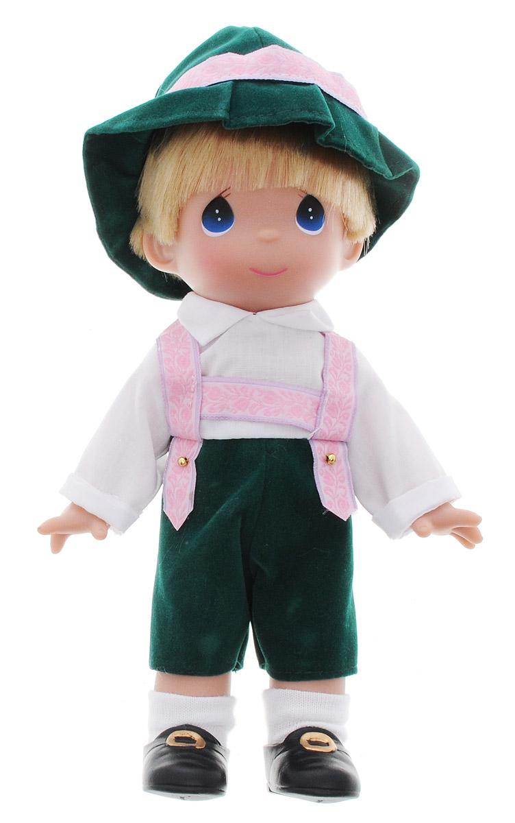 Precious Moments Кукла Гюнтер Германия3493Коллекция кукол Precious Moments насчитывает на сегодняшний день более 600 видов. Куклы изготавливаются из качественного, безопасного материала и имеют пять базовых точек артикуляции. Каждый год в коллекцию добавляются все новые и новые модели. Каждая кукла имеет свой неповторимый образ и характер. Она может быть подарком на память о каком-либо событии в жизни. Куклы выполнены с любовью и нежностью, которую дарит нам известная волшебница - создатель кукол Линда Рик! Коллекционная кукла Гюнтер (Германия) со светлыми волосами выполнена в виде мальчика, одетого в национальную немецкую мужскую одежду: белую рубашку и зеленые брюки. На голове - зеленая шляпа с розовой лентой. На ногах - черные ботинки с золотистыми пряжками. У куклы милое личико с большими голубыми глазами. Вся одежда съемная. Кукла научит ребенка взаимодействовать с окружающими, а также поспособствует развитию воображения, логики и тактильного восприятия. Кукла станет отличным подарком для девочки, а...
