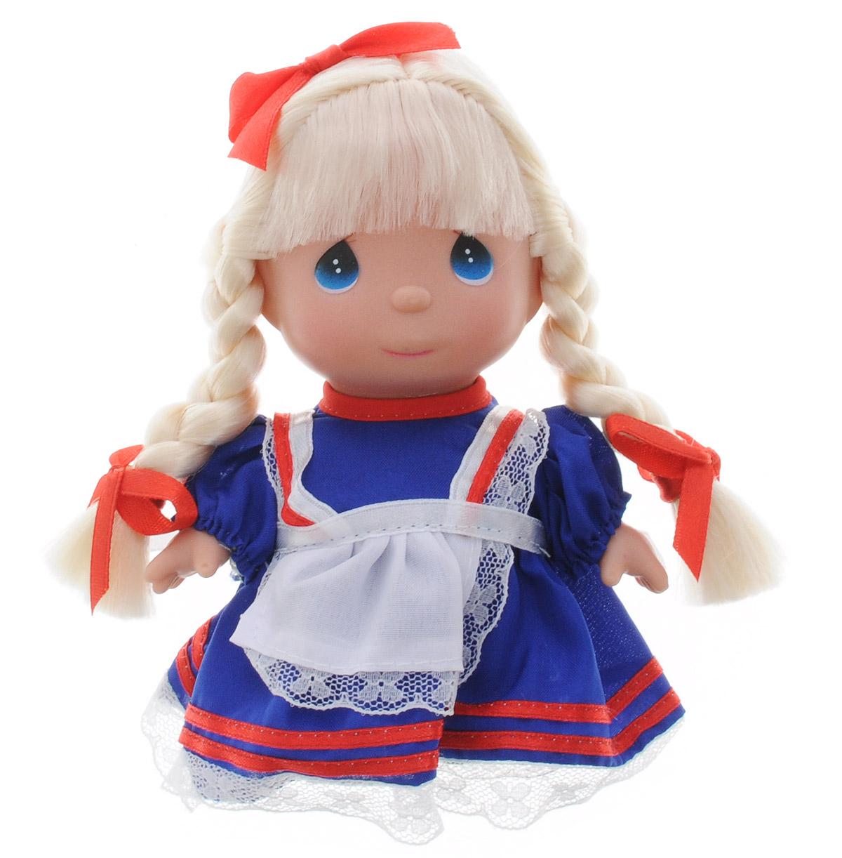 Precious Moments Мини-кукла Алиса5282Какие же милые эти куколки Precious Moments. Создатель этих очаровательных крошек настоящая волшебница - Линда Рик - оживила свои творения, каждая кукла обрела свой милый и неповторимый образ. Эти крошки могут сопровождать вас в чудесных странствиях и сделать каждый момент вашей жизни незабываемым! Очаровательная мини-кукла Алиса одета в русское народное платье. Длинные светлые волосы заплетены в две косички и украшены бантиками. На милом личике большие синие глазки. Благодаря играм с куклой, ваша малышка сможет развить фантазию и любознательность, овладеть навыками общения и научиться ответственности. Порадуйте свою принцессу таким прекрасным подарком!