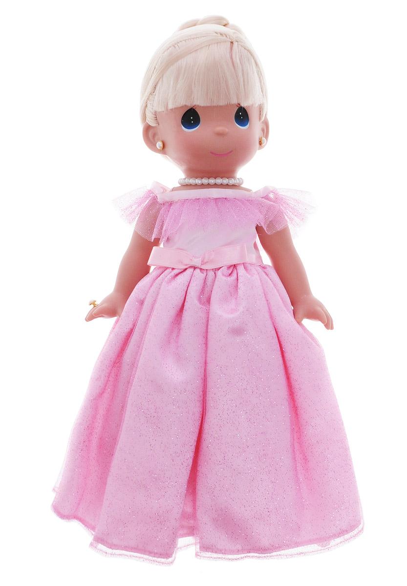 Precious Moments Кукла Самая красивая цвет волос светлый4761Коллекция кукол Precious Moments ростом выше 30 см насчитывает на сегодняшний день более 600 видов. Куклы изготавливаются из качественного, безопасного материала и имеют пять базовых точек артикуляции. Каждый год в коллекцию добавляются все новые и новые модели. Каждая кукла имеет свой неповторимый образ и характер. Она может быть подарком на память о каком- либо событии в жизни. Куклы выполнены с любовью и нежностью, которую дарит нам известная волшебница - создатель кукол Линда Рик! Кукла Самая красивая обязательно привлечет внимание вашей дочурки. На кукле потрясающее розовое платье, украшенное блестками, а на шее красуется ожерелье. У куклы шикарные светлые волосы, которые забраны вверх. Дополнением к образу служат серьги и колечко. Одежда куклы съемная. Кукла научит ребенка взаимодействовать с окружающими, а также поспособствует развитию воображения, логики и тактильного восприятия. Порадуйте свою принцессу таким великолепным подарком!