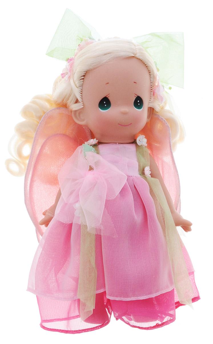 Precious Moments Кукла Цветочная фея блондинка3513Коллекция кукол Precious Moments насчитывает на сегодняшний день более 600 видов. Куклы изготавливаются из качественного, безопасного материала и имеют пять базовых точек артикуляции. Каждый год в коллекцию добавляются все новые и новые модели. Каждая кукла имеет свой неповторимый образ и характер. Она может быть подарком на память о каком-либо событии в жизни. Куклы выполнены с любовью и нежностью, которую дарит нам известная волшебница - создатель кукол Линда Рик! Коллекционная кукла Цветочная фея со светлыми волосами одета в воздушное розовое платье, украшенное большим бантом и блестящими цветочками. За спиной куклы - полупрозрачные крылышки феи на липучке с блестками. Шикарные вьющиеся волосы куклы декорированы текстильными цветами с блестками и большим зеленым бантом. У куклы милое личико с большими изумрудными глазами. Вся одежда съемная. Вашей дочурке непременно понравится расчесывать волосы куклы, придумывая различные прически. Кукла научит ребенка...
