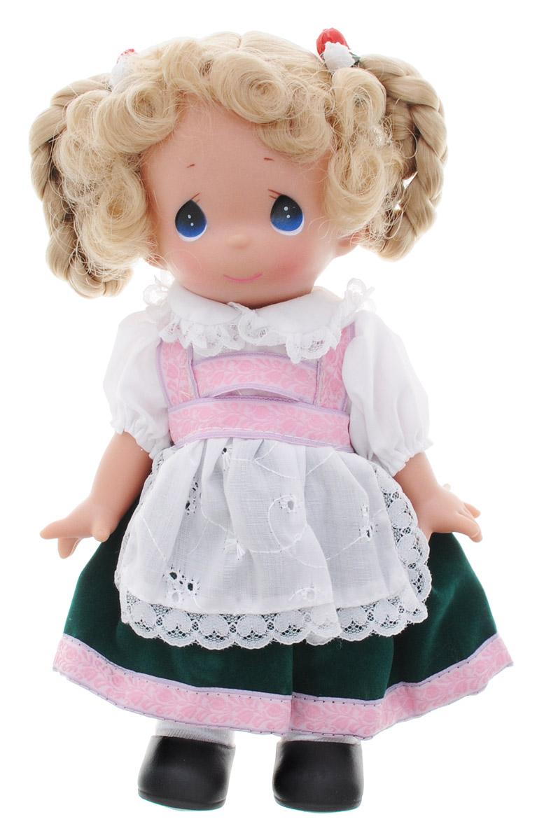 Precious Moments Кукла Гретхен Германия3492Коллекция кукол Precious Moments насчитывает на сегодняшний день более 600 видов. Куклы изготавливаются из качественного, безопасного материала и имеют пять базовых точек артикуляции. Каждый год в коллекцию добавляются все новые и новые модели. Каждая кукла имеет свой неповторимый образ и характер. Она может быть подарком на память о каком-либо событии в жизни. Куклы выполнены с любовью и нежностью, которую дарит нам известная волшебница - создатель кукол Линда Рик! Коллекционная кукла Гретхен (Германия) со светлыми волосами одета в национальное немецкое платье бело-зеленого цвета с розовыми полосами. Передник декорирован кружевом и вышивкой. У куклы милое личико с большими голубыми глазами. Волосы заплетены в две большие косы с резинками, украшенными цветами. Вся одежда съемная. Вашей дочурке непременно понравится расчесывать волосы куклы, придумывая различные прически. Кукла научит ребенка взаимодействовать с окружающими, а также поспособствует развитию...