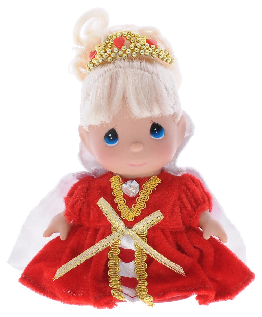 Precious Moments Мини-кукла Королева сердец5383Какие же милые эти куколки Precious Moments. Создатель этих очаровательных крошек настоящая волшебница - Линда Рик - оживила свои творения, каждая кукла обрела свой милый и неповторимый образ. Эти крошки могут сопровождать вас в чудесных странствиях и сделать каждый момент вашей жизни незабываемым! Мини-кукла Королева сердец одета в шикарное красное платье, украшенное золотистыми вставками. Поверх платья надета белая атласная накидка, которую можно снять. Светлые волосы куколки собраны и украшены золотистой диадемой. На милом личике куклы большие синие глаза. Благодаря играм с куклой, ваша малышка сможет развить фантазию и любознательность, овладеть навыками общения и научиться ответственности. Порадуйте свою принцессу таким прекрасным подарком!