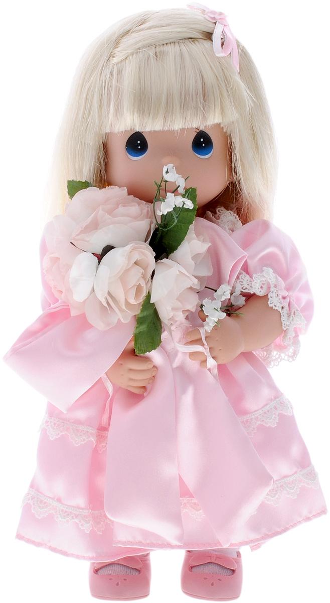 Precious Moments Кукла Само очарование блондинка4422Коллекция кукол Precious Moments ростом выше 30 см насчитывает на сегодняшний день более 600 видов. Куклы изготавливаются из качественного, безопасного материала и имеют пять базовых точек артикуляции. Каждый год в коллекцию добавляются все новые и новые модели. Каждая кукла имеет свой неповторимый образ и характер. Она может быть подарком на память о каком- либо событии в жизни. Куклы выполнены с любовью и нежностью, которую дарит нам известная волшебница - создатель кукол Линда Рик! Кукла Само очарование одета в длинное розовое платье, украшенное кружевами, на ногах у нее панталоны, белые носочки и туфельки в тон платья. В руках у куколки большой букет цветов. Вашей дочурке непременно понравится расчесывать длинные волосы куклы, придумывая различные прически. На милом личике большие синие глаза. Вся одежда съемная. Игры с куклой способствуют эмоциональному развитию ребенка, а также помогают формировать воображение и художественный вкус. Ваша...