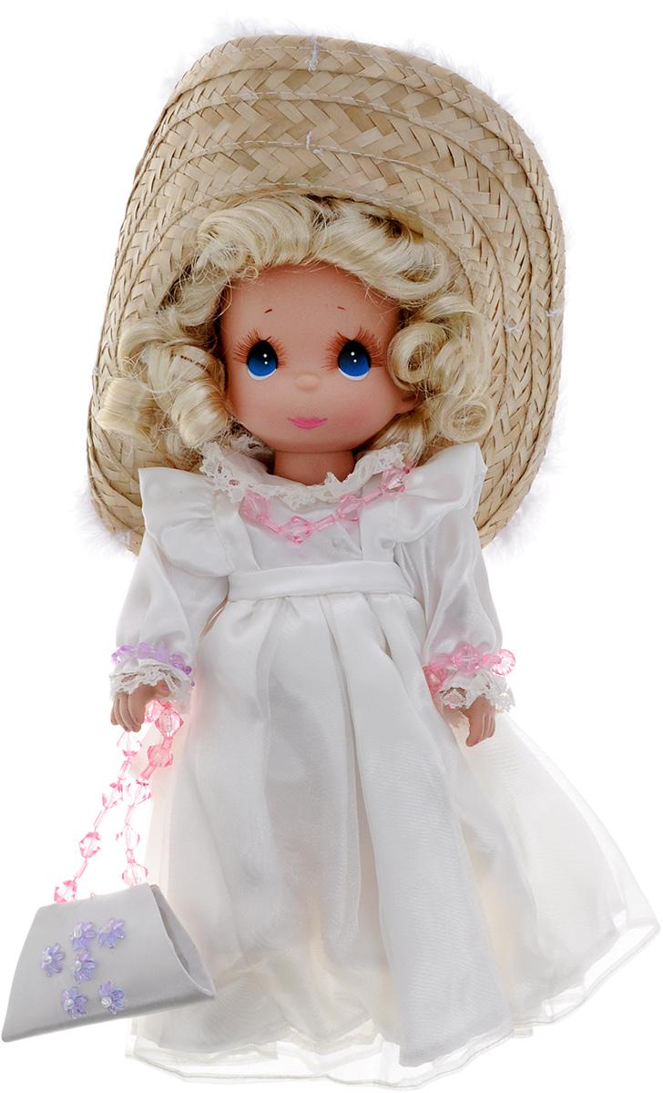 Precious Moments Кукла Гламурная девушка блондинка4757Коллекция кукол Precious Moments ростом выше 30 см насчитывает на сегодняшний день более 600 видов. Куклы изготавливаются из качественного, безопасного материала и имеют пять базовых точек артикуляции. Каждый год в коллекцию добавляются все новые и новые модели. Каждая кукла имеет свой неповторимый образ и характер. Она может быть подарком на память о каком-либо событии в жизни. Куклы выполнены с любовью и нежностью, которую дарит нам известная волшебница - создатель кукол Линда Рик! Коллекционная кукла Гламурная девушка со светлыми волосами одета в великолепное белое атласное платье. На голове куклы - большая соломенная шляпка с перьями. На шее пластиковые бусы, на руках - браслеты. У куклы милое личико с большими голубыми глазами. Вся одежда съемная. В комплекте с куклой идет элегантная сумочка из атласа, декорированная перламутровыми цветами. Вашей дочурке непременно понравится расчесывать волосы куклы, придумывая различные прически. Кукла научит ребенка...