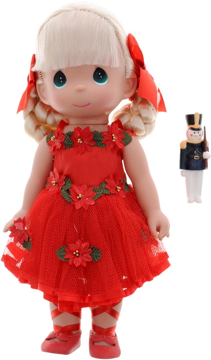Precious Moments Кукла Танец радости4770Коллекция кукол Precious Moments ростом выше 30 см насчитывает на сегодняшний день более 600 видов. Куклы изготавливаются из качественного, безопасного материала и имеют пять базовых точек артикуляции. Каждый год в коллекцию добавляются все новые и новые модели. Каждая кукла имеет свой неповторимый образ и характер. Она может быть подарком на память о каком-либо событии в жизни. Куклы выполнены с любовью и нежностью, которую дарит нам известная волшебница - создатель кукол Линда Рик! Кукла Танец радости одета в красное платье и красные туфли. У куклы светлые волосы, заплетенные в косички, и большие зеленые глаза. Вся одежда у куклы съемная. В руках девочка держит фигурку солдатика. Игра с куклой разовьет в вашей малышке чувство ответственности и заботы. Порадуйте свою принцессу таким великолепным подарком!