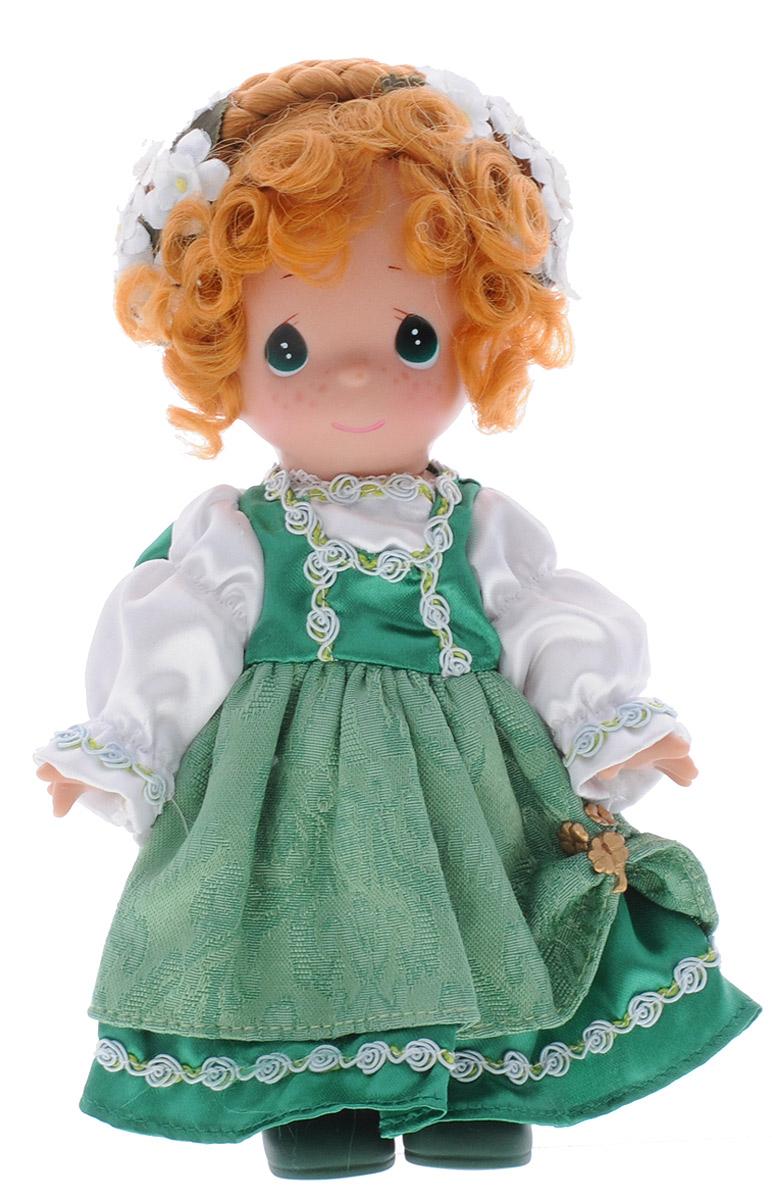 Precious Moments Кукла Кайли Ирландия3470Коллекция кукол Precious Moments насчитывает на сегодняшний день более 600 видов. Куклы изготавливаются из качественного, безопасного материала и имеют пять базовых точек артикуляции. Каждый год в коллекцию добавляются все новые и новые модели. Каждая кукла имеет свой неповторимый образ и характер. Она может быть подарком на память о каком-либо событии в жизни. Куклы выполнены с любовью и нежностью, которую дарит нам известная волшебница - создатель кукол Линда Рик! Коллекционная кукла Кайли (Ирландия) с рыжими волосами одета в национальное ирландское платье зеленого цвета с белыми рукавами. У куклы милое личико с большими изумрудными глазами. Кудрявые волосы, заплетенные в косы, украшены белыми текстильными цветами. Вся одежда съемная. Вашей дочурке непременно понравится расчесывать волосы куклы, придумывая различные прически. Кукла научит ребенка взаимодействовать с окружающими, а также поспособствует развитию воображения, логики и тактильного восприятия. Кукла...