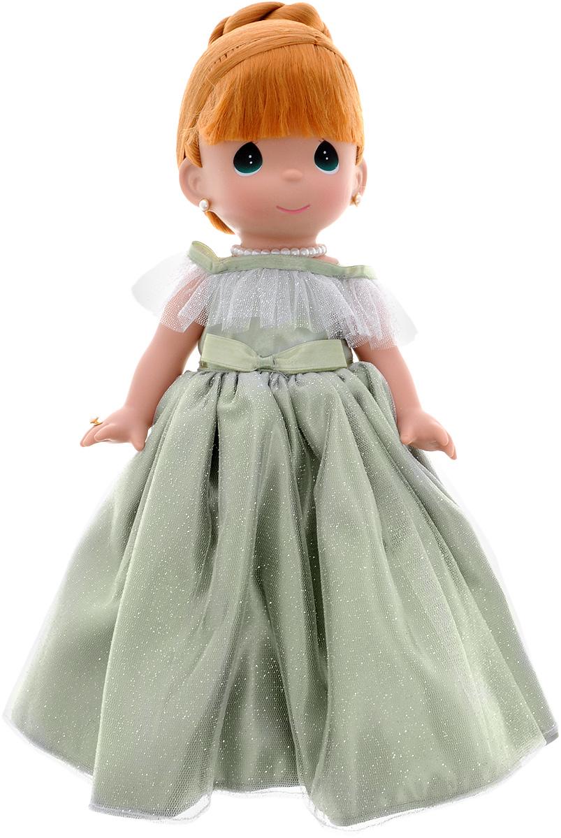 Precious Moments Кукла Самая красивая цвет волос рыжий4763Коллекция кукол Precious Moments ростом выше 30 см насчитывает на сегодняшний день более 600 видов. Куклы изготавливаются из качественного, безопасного материала и имеют пять базовых точек артикуляции. Каждый год в коллекцию добавляются все новые и новые модели. Каждая кукла имеет свой неповторимый образ и характер. Она может быть подарком на память о каком-либо событии в жизни. Куклы выполнены с любовью и нежностью, которую дарит нам известная волшебница - создатель кукол Линда Рик! Кукла Самая красивая одета в шикарное зеленое платье с пышной юбкой, покрытое блестками. На ногах - туфельки в цвет платья. Рыжие волосы куклы убраны в вечернюю прическу. Вся одежда у куклы съемная. Очаровательный образ дополняют украшения - ожерелье, сережки и кольцо. Игра с куклой разовьет в вашей малышке чувство ответственности и заботы. Порадуйте свою принцессу таким великолепным подарком!