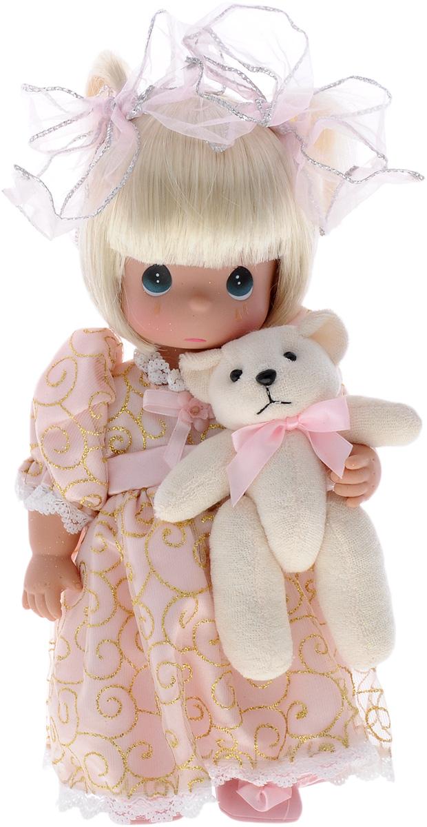 Precious Moments Кукла Давай поиграем4774Коллекция кукол Precious Moments ростом выше 30 см насчитывает на сегодняшний день более 600 видов. Куклы изготавливаются из качественного, безопасного материала и имеют пять базовых точек артикуляции. Каждый год в коллекцию добавляются все новые и новые модели. Каждая кукла имеет свой неповторимый образ и характер. Она может быть подарком на память о каком-либо событии в жизни. Куклы выполнены с любовью и нежностью, которую дарит нам известная волшебница - создатель кукол Линда Рик! Коллекционная кукла Давай поиграем со светлыми волосами одета в светло-розовое платье с золотистой вышивкой и украшенного большим бантом. Волосы завязаны в две косички с помощью бантов с серебристой прострочкой по периферии. У куклы милое личико с большими изумрудными глазами. Вся одежда съемная. В комплекте с куклой идет ее игрушка - плюшевый мишка. Вашей дочурке непременно понравится расчесывать волосы куклы, придумывая различные прически. Кукла научит ребенка взаимодействовать с...