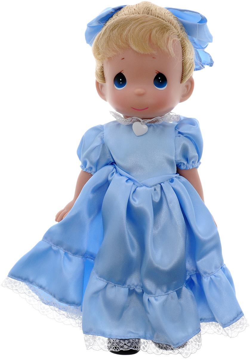 Precious Moments Кукла Фея Вэнди8385Коллекция кукол Precious Moments ростом выше 30 см насчитывает на сегодняшний день более 600 видов. Куклы изготавливаются из качественного, безопасного материала и имеют пять базовых точек артикуляции. Каждый год в коллекцию добавляются все новые и новые модели. Каждая кукла имеет свой неповторимый образ и характер. Она может быть подарком на память о каком-либо событии в жизни. Куклы выполнены с любовью и нежностью, которую дарит нам известная волшебница - создатель кукол Линда Рик! Коллекционная кукла Фея Вэнди со светлыми волосами одета в атласное голубое платье, декорированное кружевом. На голове - большой голубой атласный бант. У куклы милое личико с большими голубыми глазами. Вся одежда съемная. Вашей дочурке непременно понравится расчесывать волосы куклы, придумывая различные прически. Кукла научит ребенка взаимодействовать с окружающими, а также поспособствует развитию воображения, логики и тактильного восприятия. Кукла станет отличным подарком для девочки,...