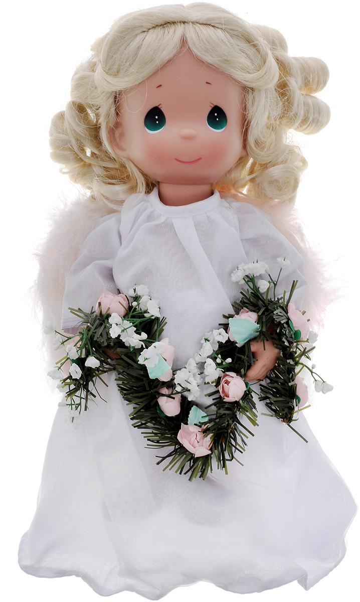 Precious Moments Кукла Украшаю небеса4772Коллекция кукол Precious Moments ростом выше 30 см насчитывает на сегодняшний день более 600 видов. Куклы изготавливаются из качественного, безопасного материала и имеют пять базовых точек артикуляции. Каждый год в коллекцию добавляются все новые и новые модели. Каждая кукла имеет свой неповторимый образ и характер. Она может быть подарком на память о каком-либо событии в жизни. Куклы выполнены с любовью и нежностью, которую дарит нам известная волшебница - создатель кукол Линда Рик! Кукла Украшаю небеса выглядит как настоящий ангел. Она одета в длинное белое платье, за спиной - белые перьевые крылья. Одежда у куклы съемная. У куклы длинные волнистые волосы и большие зеленые глаза. Игра с куклой разовьет в вашей малышке чувство ответственности и заботы. Порадуйте свою принцессу таким великолепным подарком!