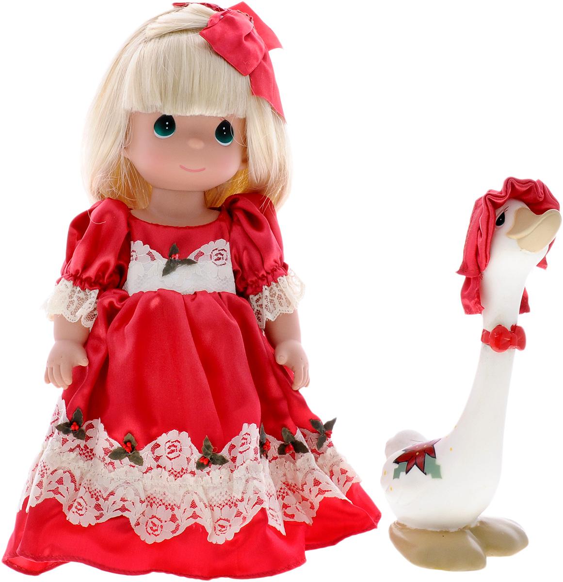 Precious Moments Кукла Рождество4657Коллекция кукол Precious Moments ростом выше 30 см насчитывает на сегодняшний день более 600 видов. Куклы изготавливаются из качественного, безопасного материала и имеют пять базовых точек артикуляции. Каждый год в коллекцию добавляются все новые и новые модели. Каждая кукла имеет свой неповторимый образ и характер. Она может быть подарком на память о каком-либо событии в жизни. Куклы выполнены с любовью и нежностью, которую дарит нам известная волшебница - создатель кукол Линда Рик! Кукла Рождество одета в пышное красное платье и красные туфли. Светлые волосы куклы украшены красным бантом. Вся одежда у куклы съемная. У девочки большие зеленые глаза и длинные светлые волосы. В комплект с куклой входит забавный гусь. Игра с куклой разовьет в вашей малышке чувство ответственности и заботы. Порадуйте свою принцессу таким великолепным подарком!