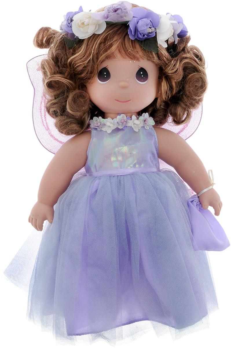 Precious Moments Кукла Сказочная фантазия4537Коллекция кукол Precious Moments ростом выше 30 см насчитывает на сегодняшний день более 600 видов. Куклы изготавливаются из качественного, безопасного материала и имеют пять базовых точек артикуляции. Каждый год в коллекцию добавляются все новые и новые модели. Каждая кукла имеет свой неповторимый образ и характер. Она может быть подарком на память о каком- либо событии в жизни. Куклы выполнены с любовью и нежностью, которую дарит нам известная волшебница - создатель кукол Линда Рик! Кукла Сказочная фантазия привлечет внимание не только ребенка, но и взрослого. Кукла одета в очаровательное сиреневое платье с пышной юбкой, за спиной у нее - большие полупрозрачные крылья, которые с легкостью можно отстегнуть. Дополнением к прическе служит цветочный венок. На милом личике большие темные глаза. Вся одежда куклы съемная. Игры с куклой способствуют эмоциональному развитию ребенка, а также помогают формировать воображение и художественный вкус. ...