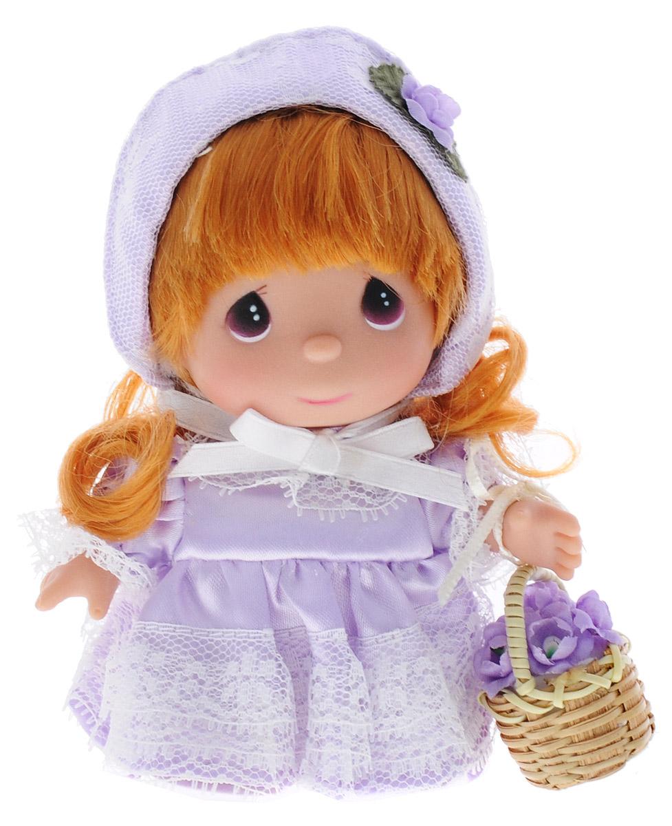 Precious Moments Мини-кукла Май5367Какие же милые эти куколки Precious Moments. Создатель этих очаровательных крошек настоящая волшебница - Линда Рик - оживила свои творения, каждая кукла обрела свой милый и неповторимый образ. Эти крошки могут сопровождать вас в чудесных странствиях и сделать каждый момент вашей жизни незабываемым! Мини-кукла Май одета в сиреневое платье и сиреневую шляпку. У куклы рыжие волнистые волосы и большие темные глаза. В руке куколка держит корзину с цветами. Благодаря играм с куклой, ваша малышка сможет развить фантазию и любознательность, овладеть навыками общения и научиться ответственности. Порадуйте свою принцессу таким прекрасным подарком!