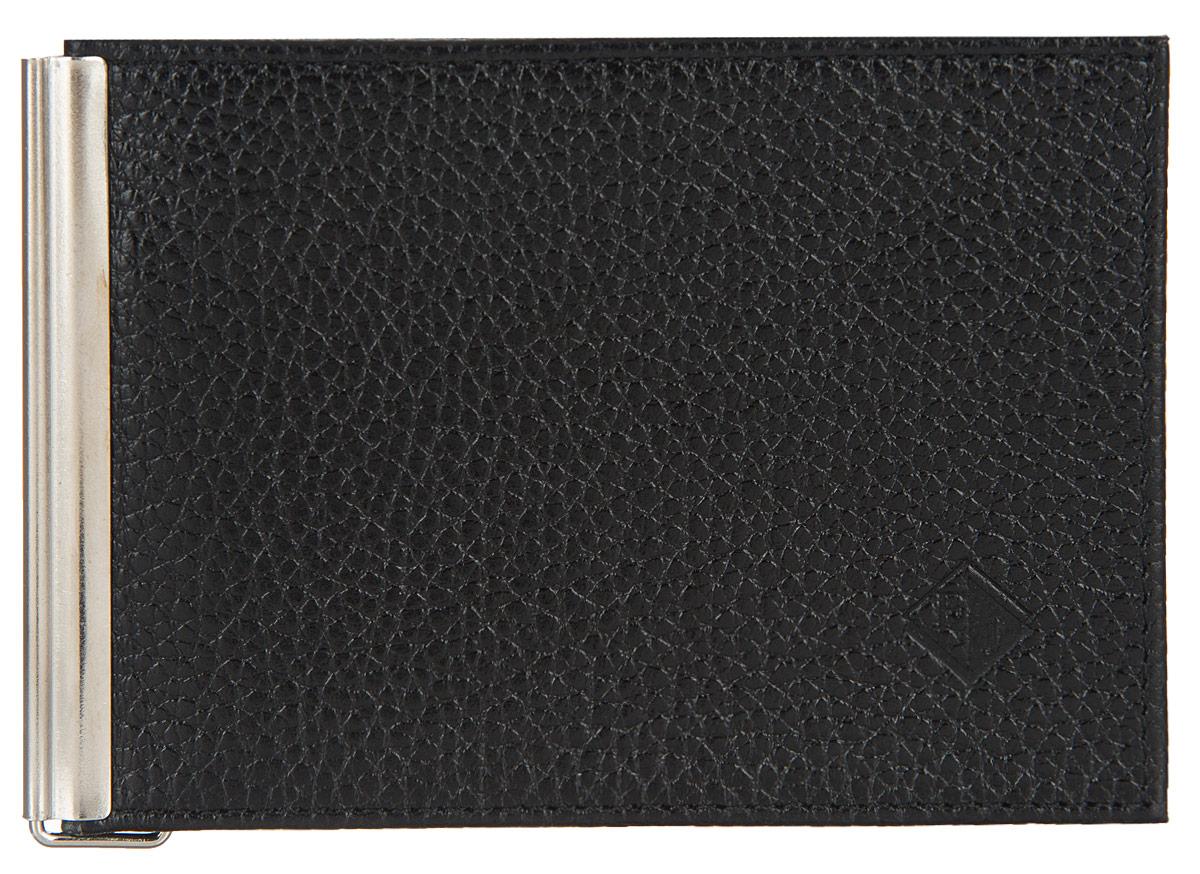 Портмоне мужское Flioraj, с зажимом, цвет: черный. 0005095600050956Мужское портмоне Flioraj выполнено из натуральной кожи черного цвета. Раскладывается пополам. Внутри состоит из кармашка-уголка, предназначенного для мелких бумаг. Специально для купюр в портмоне предусмотрен металлический зажим. Снаружи на задней стенке карман на кнопке. Оригинальное портмоне подчеркнет вашу индивидуальность и изысканный вкус, а также станет замечательным подарком человеку, ценящему качественные и практичные вещи. Портмоне упаковано в коробку из плотного картона с логотипом фирмы.