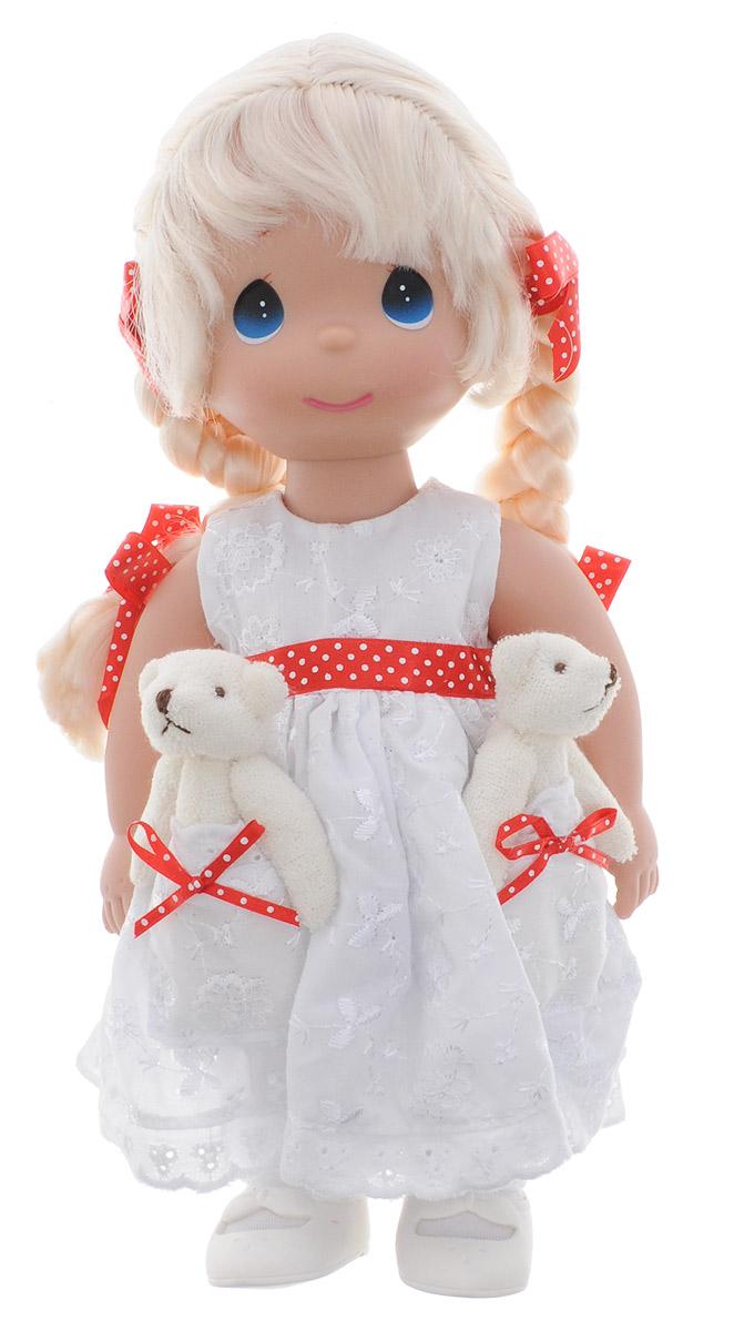 Precious Moments Кукла Друзья в кармашке4711Коллекция кукол Precious Moments ростом выше 30 см насчитывает на сегодняшний день более 600 видов. Куклы изготавливаются из качественного, безопасного материала и имеют пять базовых точек артикуляции. Каждый год в коллекцию добавляются все новые и новые модели. Каждая кукла имеет свой неповторимый образ и характер. Она может быть подарком на память о каком- либо событии в жизни. Куклы выполнены с любовью и нежностью, которую дарит нам известная волшебница - создатель кукол Линда Рик! Кукла Друзья в кармашке одета в белое платье, украшенное красным поясом в горох. На платье имеются два кармана, в которых уютно разместились две мягкие игрушки - друзья куколки. Светлые волосы заплетены в две косички. На милом личике большие синие глаза. Одежда куклы съемная. Кукла научит ребенка взаимодействовать с окружающими, а также поспособствует развитию воображения, логики и тактильного восприятия. Порадуйте свою принцессу таким великолепным подарком!