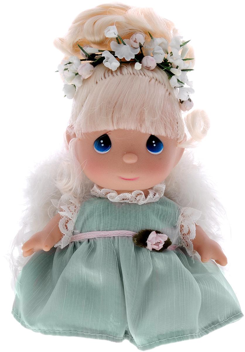 Precious Moments Мини-кукла Ангел5289Какие же милые эти куколки Precious Moments. Создатель этих очаровательных крошек настоящая волшебница - Линда Рик - оживила свои творения, каждая кукла обрела свой милый и неповторимый образ. Эти крошки могут сопровождать вас в чудесных странствиях и сделать каждый момент вашей жизни незабываемым! Мини-кукла Ангел одета в платье нежно-зеленого цвета. На спине у куколки белые пушистые крылья, которые с легкостью можно отстегнуть. Светлые волосы Ангела убраны в прическу и украшены цветами. У девочки большие синие глаза. Благодаря играм с куклой, ваша малышка сможет развить фантазию и любознательность, овладеть навыками общения и научиться ответственности. Порадуйте свою принцессу таким прекрасным подарком!
