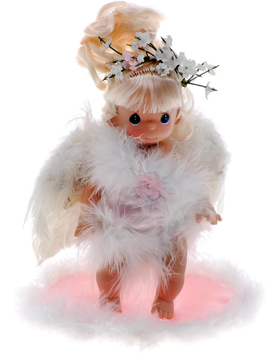 Precious Moments Мини-кукла Ангелочек блондинка2171Какие же милые эти куколки Precious Moments. Создатель этих очаровательных крошек настоящая волшебница - Линда Рик - оживила свои творения, каждая кукла обрела свой милый и неповторимый образ. Эти крошки могут сопровождать вас в чудесных странствиях и сделать каждый момент вашей жизни незабываемым! Очаровательная мини-кукла Ангелочек станет отличным подарком для любой девочки на день рождения или другой праздник. Куколка выполнена в виде ангела, за спиной крылья, выполненные из перьев. На милом личике большие синие глаза. В комплект с куклой входит розовое ложе ангела. Кукла не может стоять самостоятельно. Благодаря играм с куклой, ваша малышка сможет развить фантазию и любознательность, овладеть навыками общения и научиться ответственности. Порадуйте свою принцессу таким прекрасным подарком!