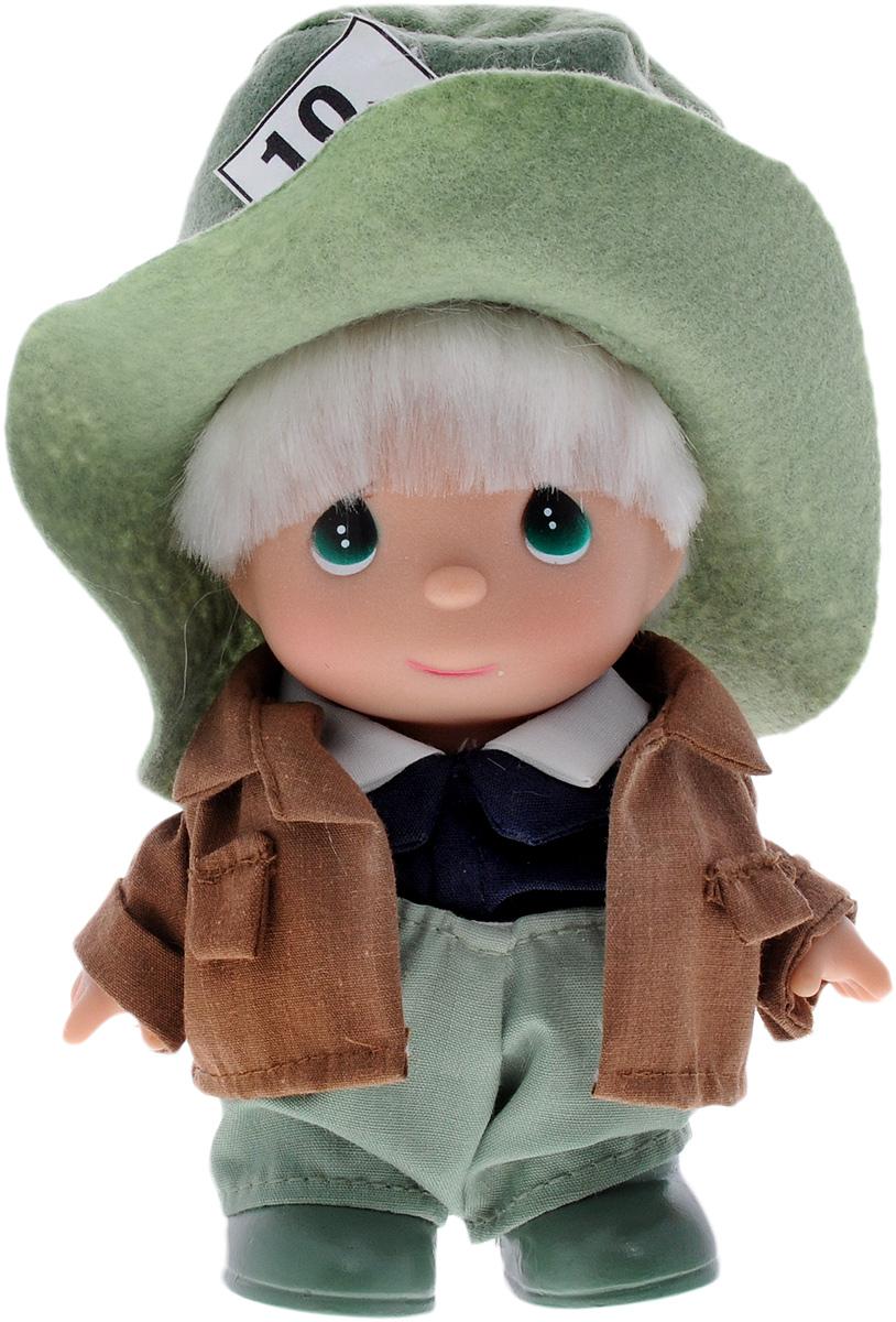 Precious Moments Мини-кукла Безумный шляпник5384Какие же милые эти куколки Precious Moments. Создатель этих очаровательных крошек настоящая волшебница - Линда Рик - оживила свои творения, каждая кукла обрела свой милый и неповторимый образ. Эти крошки могут сопровождать вас в чудесных странствиях и сделать каждый момент вашей жизни незабываемым! Мини-кукла Безумный шляпник одета в нарядный костюм, не перегруженный деталями и декором. На голове у куклы - большая зеленая шляпа. На милом личике большие зеленые глаза. Благодаря играм с куклой, ваша малышка сможет развить фантазию и любознательность, овладеть навыками общения и научиться ответственности. Порадуйте свою принцессу таким прекрасным подарком!