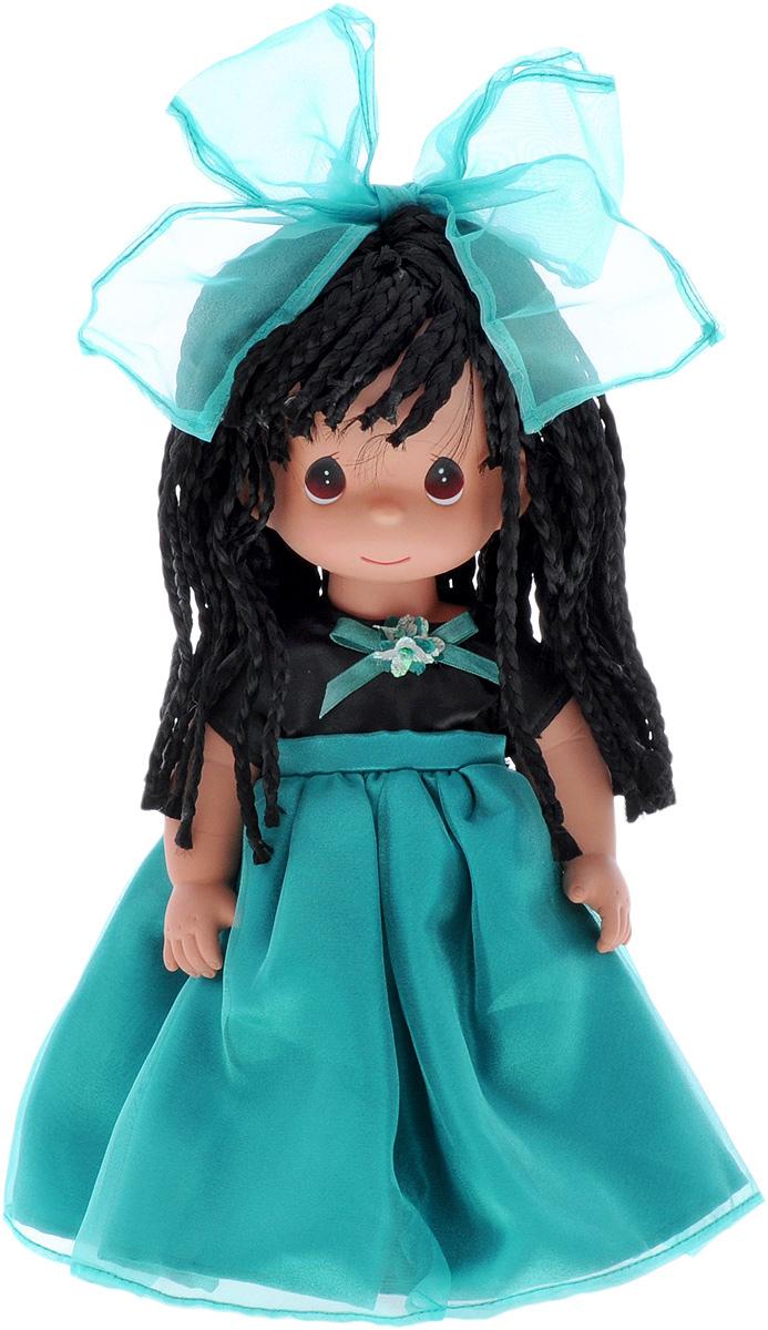 Precious Moments Кукла Алиша4773Коллекция кукол Precious Moments ростом выше 30 см насчитывает на сегодняшний день более 600 видов. Куклы изготавливаются из качественного, безопасного материала и имеют пять базовых точек артикуляции. Каждый год в коллекцию добавляются все новые и новые модели. Каждая кукла имеет свой неповторимый образ и характер. Она может быть подарком на память о каком-либо событии в жизни. Куклы выполнены с любовью и нежностью, которую дарит нам известная волшебница - создатель кукол Линда Рик! Кукла Алиша одета в шикарное платье с пышной бирюзовой юбкой. На ногах у девочки - белые носочки и черные туфли. Одежда у куклы съемная. Черные волосы Алиши, заплетенные во множество косичек, украшены бирюзовым бантом. Глаза у девочки карие. Игра с куклой разовьет в вашей малышке чувство ответственности и заботы. Порадуйте свою принцессу таким великолепным подарком!