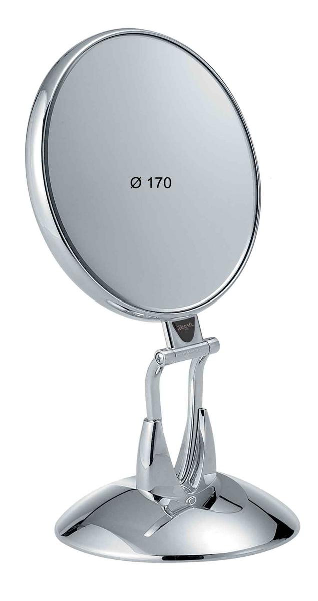 Janeke Зеркало настольное D160, линзы ZEISS, хромированное, CR447.6SU.709984Марка Janeke – мировой лидер по производству расчесок, щеток, маникюрных принадлежностей, зеркал и косметичек. Марка Janeke, основанная в 1830 году, вот уже почти 180 лет поддерживает непревзойденное качество своей продукции, сочетая новейшие технологии с традициями ста- рых миланских мастеров. Все изделия на 80% производятся вручную, а инновационные технологии и современные материалы делают продукцию марки поистине уникальной. Стильный и эргономичный дизайн, яркие цветовые решения – все это приносит истин- ное удовольствие от использования аксессуаров Janeke. Зеркала для дома итальянской марки Janeke, изготовленные из высококачественных материалов и выполненные в оригинальном стильном дизайне, дополнят любой интерьер. Односторонние или двусторонние, с увеличением и без, на красивых и удобных подс- тавках – зеркала Janeke прослужат долго и доставят истинное удо- вольствие от использования
