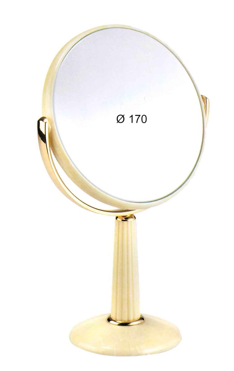 Janeke Зеркало настольное, 74490.3.709969Марка Janeke – мировой лидер по производству расчесок, щеток, маникюрных принадлежностей, зеркал и косметичек. Марка Janeke, основанная в 1830 году, вот уже почти 180 лет поддерживает непревзойденное качество своей продукции, сочетая новейшие технологии с традициями ста- рых миланских мастеров. Все изделия на 80% производятся вручную, а инновационные технологии и современные материалы делают продукцию марки поистине уникальной. Стильный и эргономичный дизайн, яркие цветовые решения – все это приносит истин- ное удовольствие от использования аксессуаров Janeke. Зеркала для дома итальянской марки Janeke, изготовленные из высококачественных материалов и выполненные в оригинальном стильном дизайне, дополнят любой интерьер. Односторонние или двусторонние, с увеличением и без, на красивых и удобных подс- тавках – зеркала Janeke прослужат долго и доставят истинное удо- вольствие от использования