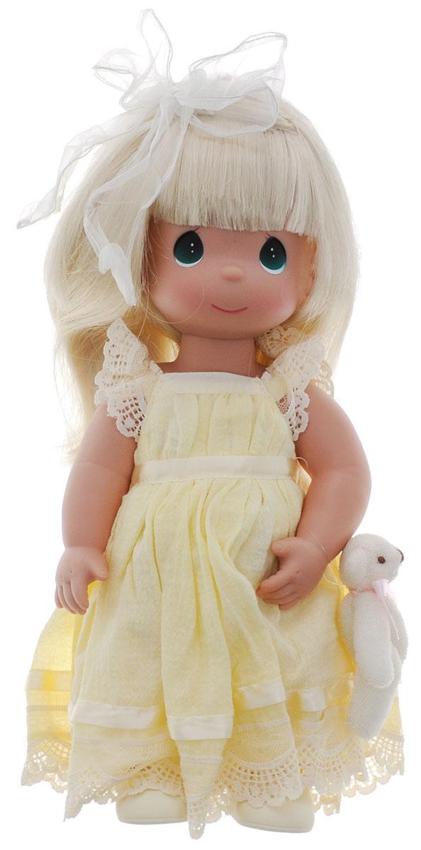 Precious Moments Кукла Люби меня цвет волос светлый4642Коллекция кукол Precious Moments ростом выше 30 см насчитывает на сегодняшний день более 600 видов. Куклы изготавливаются из качественного, безопасного материала и имеют пять базовых точек артикуляции. Каждый год в коллекцию добавляются все новые и новые модели. Каждая кукла имеет свой неповторимый образ и характер. Она может быть подарком на память о каком- либо событии в жизни. Куклы выполнены с любовью и нежностью, которую дарит нам известная волшебница - создатель кукол Линда Рик! Кукла Люби меня станет отличным подарком для любой девочки на день рождения или другой праздник. Кукла одета в длинное желтое платье, оформленное кружевами, на ногах - туфельки. Вашей дочурке непременно понравится расчесывать длинные белокурые волосы куклы, придумывая различные прически. К кукле прилагается мягкая игрушка в виде медвежонка. Одежда куклы съемная. Игры с куклой способствуют эмоциональному развитию ребенка, а также помогают формировать воображение и...