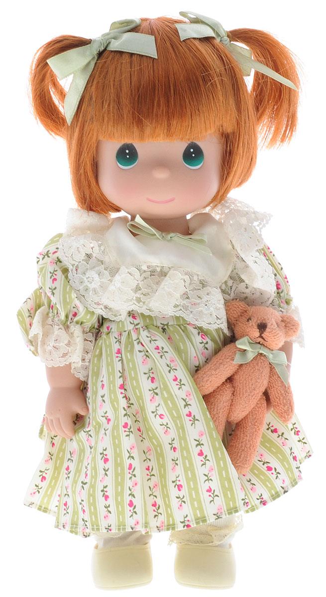 Precious Moments Кукла Друзья навсегда цвет волос рыжий4747Коллекция кукол Precious Moments ростом выше 30 см насчитывает на сегодняшний день более 600 видов. Куклы изготавливаются из качественного, безопасного материала и имеют пять базовых точек артикуляции. Каждый год в коллекцию добавляются все новые и новые модели. Каждая кукла имеет свой неповторимый образ и характер. Она может быть подарком на память о каком-либо событии в жизни. Куклы выполнены с любовью и нежностью, которую дарит нам известная волшебница - создатель кукол Линда Рик! Кукла Друзья навсегда одета в платье с бантом, светлые носочки и туфли. Вся одежда куклы съемная. У куклы рыжие волосы с двумя озорными хвостиками и большие зеленые глаза. В руке девочка держит плюшевого медвежонка. Игра с куклой разовьет в вашей малышке чувство ответственности и заботы. Порадуйте свою принцессу таким великолепным подарком!