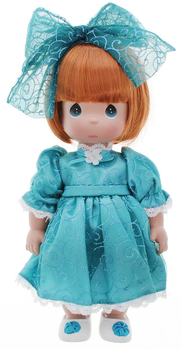 Precious Moments Кукла Мне очень жаль цвет волос рыжий4733Коллекция кукол Precious Moments ростом выше 30 см насчитывает на сегодняшний день более 600 видов. Куклы изготавливаются из качественного, безопасного материала и имеют пять базовых точек артикуляции. Каждый год в коллекцию добавляются все новые и новые модели. Каждая кукла имеет свой неповторимый образ и характер. Она может быть подарком на память о каком-либо событии в жизни. Куклы выполнены с любовью и нежностью, которую дарит нам известная волшебница - создатель кукол Линда Рик! Кукла Мне очень жаль одета в длинное бирюзовое платье, украшенное блестками и кружевами. На ногах - светлые ботиночки с бирюзовыми бантиками. На голове красуется большой бант. На грустном личике большие зеленые глаза и следы от слез. Вся одежда у куклы съемная. Игра с куклой разовьет в вашей малышке чувство ответственности и заботы. Порадуйте свою принцессу таким великолепным подарком!