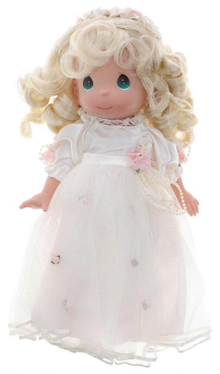 Precious Moments Кукла Само совершенство блондинка4596Коллекция кукол Precious Moments ростом выше 30 см насчитывает на сегодняшний день более 600 видов. Куклы изготавливаются из качественного, безопасного материала и имеют пять базовых точек артикуляции. Каждый год в коллекцию добавляются все новые и новые модели. Каждая кукла имеет свой неповторимый образ и характер. Она может быть подарком на память о каком- либо событии в жизни. Куклы выполнены с любовью и нежностью, которую дарит нам известная волшебница - создатель кукол Линда Рик! Кукла Само совершенство со светлыми волосами одета в нарядное платье, украшенное цветами. Дополнением к прическе служит венок из цветов. На милом личике большие зеленые глаза. Ваша малышка с удовольствием будет играть с данной куклой, придумывая различные истории! Игры с куколкой способствуют эмоциональному развитию ребенка, а также помогают формировать воображение и художественный вкус.