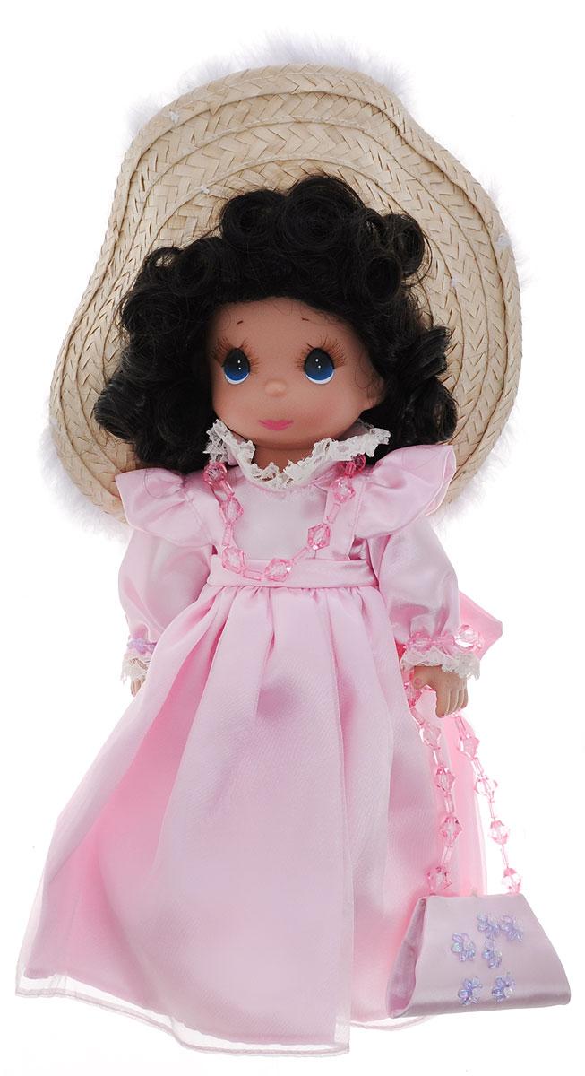 Precious Moments Кукла Гламурная девушка брюнетка4758Коллекция кукол Precious Moments ростом выше 30 см насчитывает на сегодняшний день более 600 видов. Куклы изготавливаются из качественного, безопасного материала и имеют пять базовых точек артикуляции. Каждый год в коллекцию добавляются все новые и новые модели. Каждая кукла имеет свой неповторимый образ и характер. Она может быть подарком на память о каком-либо событии в жизни. Куклы выполнены с любовью и нежностью, которую дарит нам известная волшебница - создатель кукол Линда Рик! Коллекционная кукла Гламурная девушка с темными волосами одета в великолепное светло-розовое атласное платье. На голове куклы - большая соломенная шляпка с перьями. На шее пластиковые бусы, на руках - браслеты. У куклы милое личико с большими голубыми глазами. Вся одежда съемная. В комплекте с куклой идет элегантная сумочка из атласа, декорированная перламутровыми цветами. Вашей дочурке непременно понравится расчесывать волосы куклы, придумывая различные прически. Кукла научит ребенка...