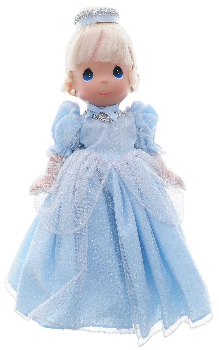 Precious Moments Кукла Золушка8377Коллекция кукол Precious Moments ростом выше 30 см насчитывает на сегодняшний день более 600 видов. Куклы изготавливаются из качественного, безопасного материала и имеют пять базовых точек артикуляции. Каждый год в коллекцию добавляются все новые и новые модели. Каждая кукла имеет свой неповторимый образ и характер. Она может быть подарком на память о каком-либо событии в жизни. Куклы выполнены с любовью и нежностью, которую дарит нам известная волшебница - создатель кукол Линда Рик! Кукла Золушка выглядит как настоящая принцесса. Золушка одета в шикарное платье голубого цвета, усыпанное блестками. На ногах куклы - серебристые туфельки. Светлые волосы убраны в вечернюю прическу. Изысканный стиль принцессе добавляют сверкающие сережки и вечерние ажурные перчатки. Игра с куклой разовьет в вашей малышке чувство ответственности и заботы. Порадуйте свою принцессу таким великолепным подарком!