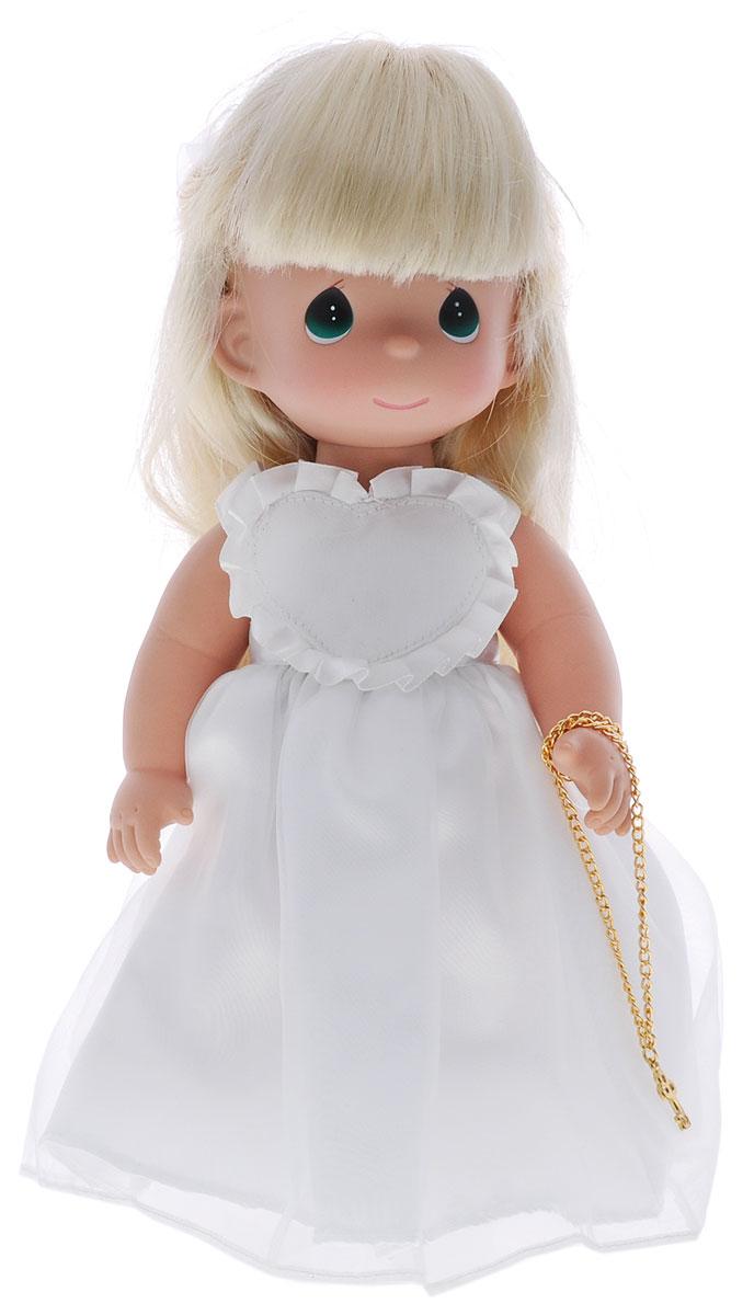 Precious Moments Кукла Ключ к моему сердцу цвет волос светлый4734Коллекция кукол Precious Moments ростом выше 30 см насчитывает на сегодняшний день более 600 видов. Куклы изготавливаются из качественного, безопасного материала и имеют пять базовых точек артикуляции. Каждый год в коллекцию добавляются все новые и новые модели. Каждая кукла имеет свой неповторимый образ и характер. Она может быть подарком на память о каком-либо событии в жизни. Куклы выполнены с любовью и нежностью, которую дарит нам известная волшебница - создатель кукол Линда Рик! Кукла Ключ к моему сердцу одета в белое платье и белые туфли. Ее длинные светлые волосы украшены атласным бантом. Вся одежда у куклы съемная. В руке девочка держит цепочку с ключиком. Игра с куклой разовьет в вашей малышке чувство ответственности и заботы. Порадуйте свою принцессу таким великолепным подарком!