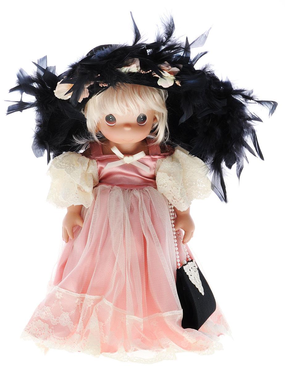 Precious Moments Кукла Cокровище1208Коллекция кукол Precious Moments ростом выше 30 см насчитывает на сегодняшний день более 600 видов. Куклы изготавливаются из качественного, безопасного материала и имеют пять базовых точек артикуляции. Каждый год в коллекцию добавляются все новые и новые модели. Каждая кукла имеет свой неповторимый образ и характер. Она может быть подарком на память о каком-либо событии в жизни. Куклы выполнены с любовью и нежностью, которую дарит нам известная волшебница - создатель кукол Линда Рик! Коллекционная кукла Сокровище одета в великолепное розовое атласное платье на бретельках с внешней сетчатой юбкой, декорированное вышивкой. Светлые волосы куклы заплетены в косу и украшены атласным бантом. У куклы милое личико с большими карими глазами. Вся одежда съемная. В комплекте с куклой идет шикарная черная шляпа с перьями, а также черная бархатная сумочка с вышивкой. Вашей дочурке непременно понравится расчесывать волосы куклы, придумывая различные прически. Кукла научит...