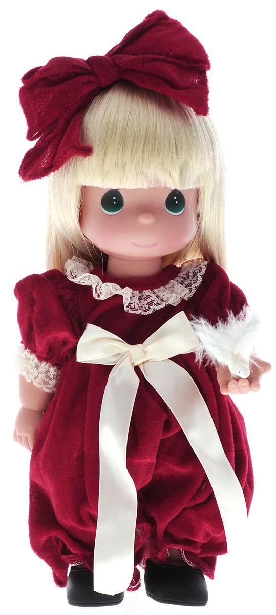 Precious Moments Кукла Крылья мира4577Коллекция кукол Precious Moments ростом выше 30 см насчитывает на сегодняшний день более 600 видов. Куклы изготавливаются из качественного, безопасного материала и имеют пять базовых точек артикуляции. Каждый год в коллекцию добавляются все новые и новые модели. Каждая кукла имеет свой неповторимый образ и характер. Она может быть подарком на память о каком-либо событии в жизни. Куклы выполнены с любовью и нежностью, которую дарит нам известная волшебница - создатель кукол Линда Рик! Кукла Крылья мира одета в длинное бордовое платье. У куклы длинные светлые волосы, украшенные бордовым бантиком, и большие зеленые глаза. В руках девочка держит символ мира - голубя. Игра с куклой разовьет в вашей малышке чувство ответственности и заботы. Порадуйте свою принцессу таким великолепным подарком!