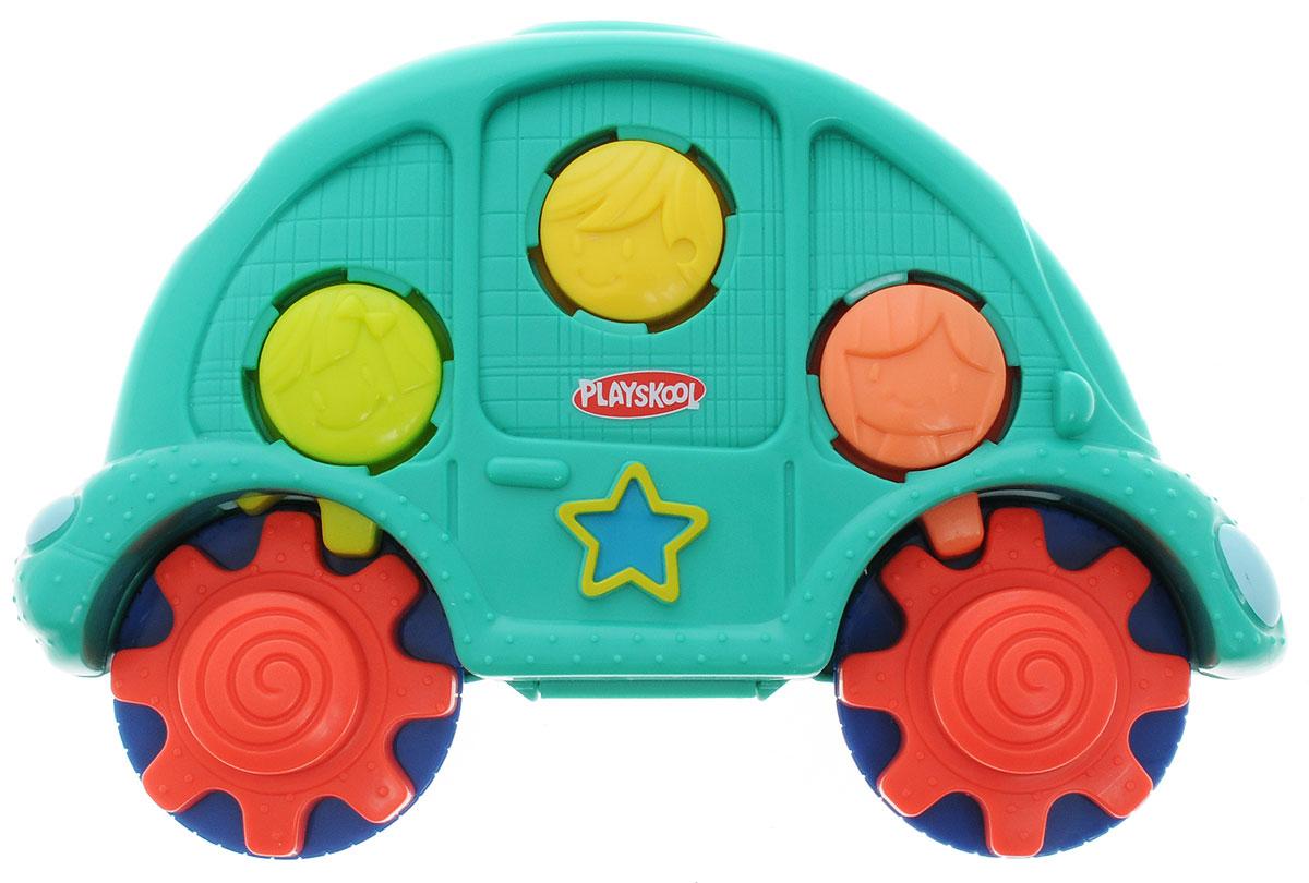 Playskool Развивающая игрушка Машинка с шестеренкамиB0500EU4Развивающая игрушка Playskool Машинка с шестеренками несомненно порадует каждого ребенка! Игрушка представляет собой привлекательную зеленую машинку с вращающимися колесиками - ребенок сможет увлеченно катать ее по полу или по столу. Машинку можно открыть - внутри нее расположены яркие разноцветные элементы, которые можно соединять друг с другом и крутить по типу шестеренок. Шестеренки надежно закреплены внутри компактной машинки, что делает игрушку идеальной для дороги. Уникальная игрушка поможет ребенку в развитии цветового восприятия и мелкой моторики, а также надолго увлечет в веселую игру.