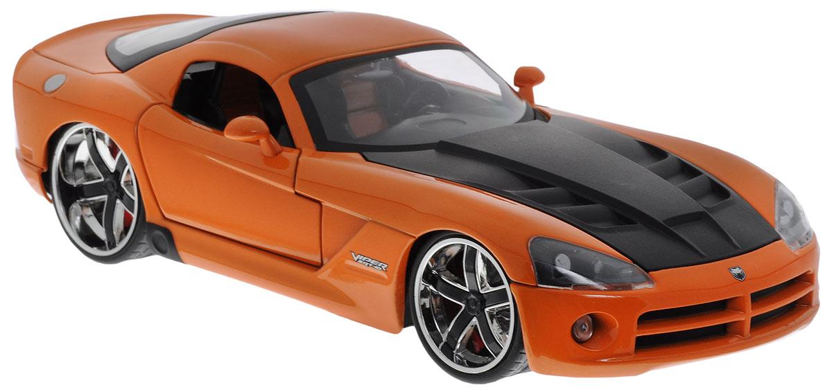 Jada Модель автомобиля 2008 Dodge Viper SRT10 цвет оранжевый96805OМодель автомобиля Jada 2008 Dodge Viper SRT10 предназначена для тех, кто любит роскошь и высокие скорости. Это авто обладает неповторимым провокационным стилем и спортивным характером. Модель представлена в масштабе 1:24 и в точности воспроизводит все детали внешнего облика реального автомобиля Dodge Viper SRT10 2008 года выпуска. Корпус автомобиля выполнен из металла с использованием пластиковых элементов, колеса прорезинены. Модель оборудована открывающимися дверцами, багажником и капотом, а также подвижными колесами. Во время игры с такой машинкой у ребенка развивается мелкая моторика рук, фантазия и воображение.