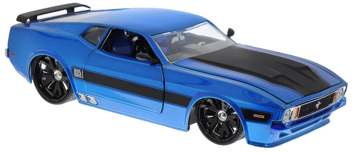 Jada Модель автомобиля 1973 Ford Mustang Mach 1 цвет синий96764BМодель автомобиля Jada Ford Mustang Mach 1 - миниатюрная копия настоящего автомобиля 1973 года выпуска, выполненная в масштабе 1:24. Стильная модель автомобиля привлечет к себе внимание не только детей, но и взрослых. Благодаря броской внешности, а также великолепной точности, с которой создатели этой модели передали внешний вид настоящего автомобиля, модель станет подлинным украшением любой коллекции авто. Машина будет долго служить своему владельцу благодаря металлическому корпусу с элементами из пластика. Дверцы машины, капот и багажник открываются, а прорезиненные шины обеспечивают отличное сцепление с любой поверхностью пола. Модель автомобиля Jada Ford Mustang Mach 1 обязательно станет достойным экспонатом любой коллекции!