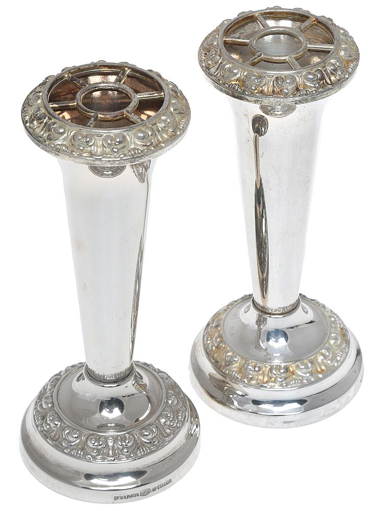 Парные вазочки для цветочных композиций. Металл, серебрение. Высота 14 см. Ianthe, Великобритания, cередина ХХ века