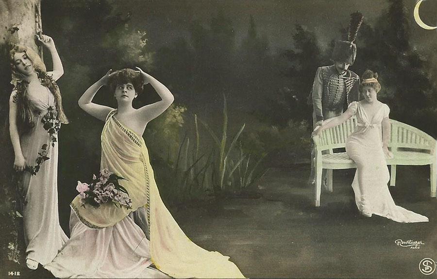 Deux artistes (a gauche) et un couple (hussard) au clair de lune. ОткрыткаНВА-2 2508 16-39Размер открытки: 150 х 105 мм Сохранность: хорошая, без надписей