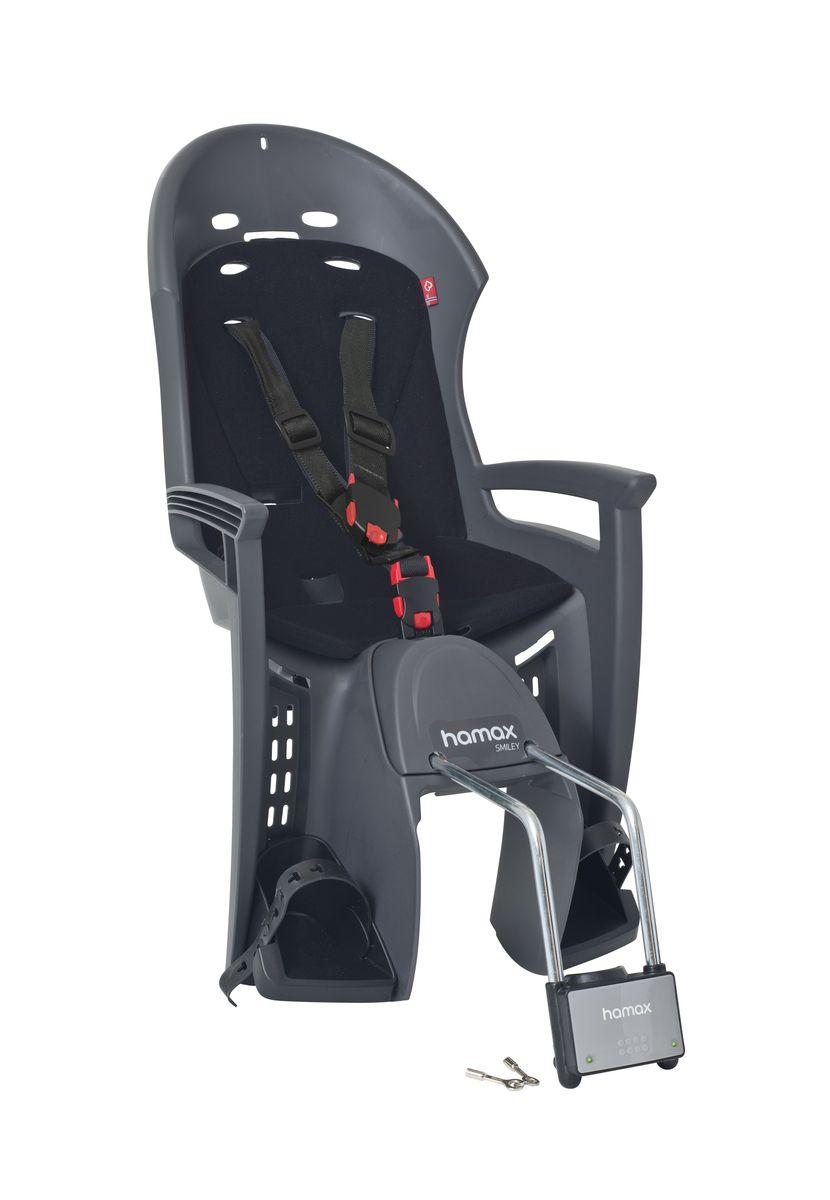 Детское кресло Hamax Smiley W/Lockable Bracket, цвет: серый, черный552033Отличительные особенности Hamax SMILEY W/LOCKABLE BRACKET : Запираемый кронштейн крепления замка фиксации кресла на велосипеде и 3-точечные ремни безопасности с дополнительным кронштейном для фиксации в районе груди,и обеспечения ребенку безопасной и удобной посадки. Дополнительные мягкие пряжки для фиксации ребенка в кресле очень легкие и комфортные, но при этом обеспечивают надежную фиксацию ребенка в велокресле, позволяя при необходимости совершать резкие маневры и торможения. Эргономика велокресла расчитанна так что спинка кресла не будет мешать голове ребенка в моменты когда он хочет откинуться назад кресла в шлеме. Механизмы регулировки застежек позволяют комфортно отрегулировать их вместе с ростом ребенка. Переставляйте детское сиденье для велосипеда между двумя велосипедами Детское сиденье для велосипеда очень легко крепится и освобождается от велосипеда. Приобретая дополнительный кронштейн, вы можете легко переставлять детское...