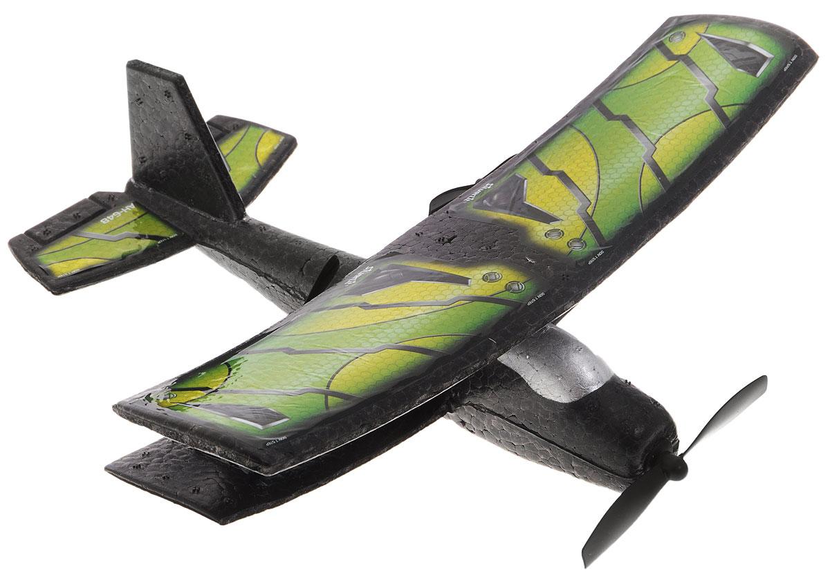 Silverlit Самолет на радиоуправлении Классический цвет зеленый желтый84741_зеленый,желтыйСамолет на радиоуправлении Silverlit Классический станет желанным подарком для любого мальчика. Управление самолетом осуществляется при помощи пульта управления. Управляемая дальность полета самолетом составляет порядка 50 метров (в зависимости от рельефа местности и загруженности радиоэфира). Двухканальное управление обеспечивает устойчивую связь модели и пульта управления без сбоев и помех. Прочный материал, из которого выполнен корпус, легко выдержит падения с высоты, столкновения с деревьями и домами. Возможные движения самолета: взлет-снижение, поворот влево-вправо, удерживание высоты. Также возможен взлет с руки. Самолет работает от встроенного аккумулятора (время зарядки составляет 30-45 минут). Для работы пульта управления необходимы 4 батарейки типа АА (в комплект не входят).